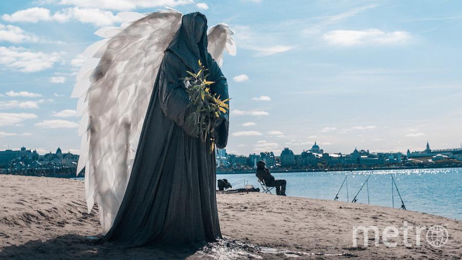 Ангел на пляже следит за чистотой. Фото Дмитрий Горб