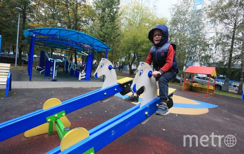 Максим-Москва на детской площадке. Фото Василий Кузьмичёнок