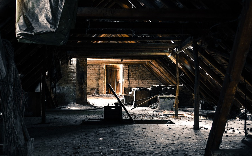 Детские кости нашли на чердаке. Фото Pixabay.