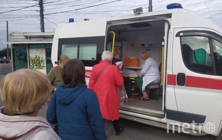 """В Петербурге работают передвижные пункты, где делают прививки от гриппа. Фото Святослав Акимов, """"Metro"""""""
