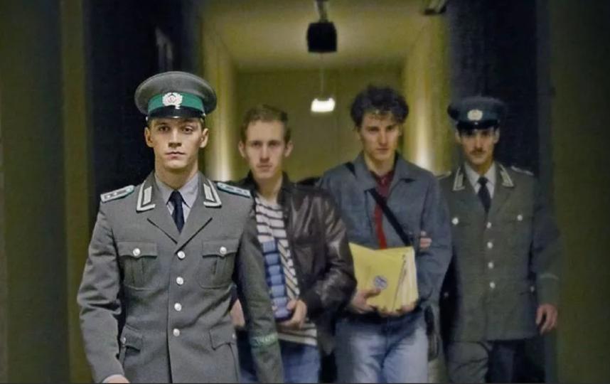 "Кадр из сериала ""Германия 89"". Фото Netflix, kinopoisk.ru"