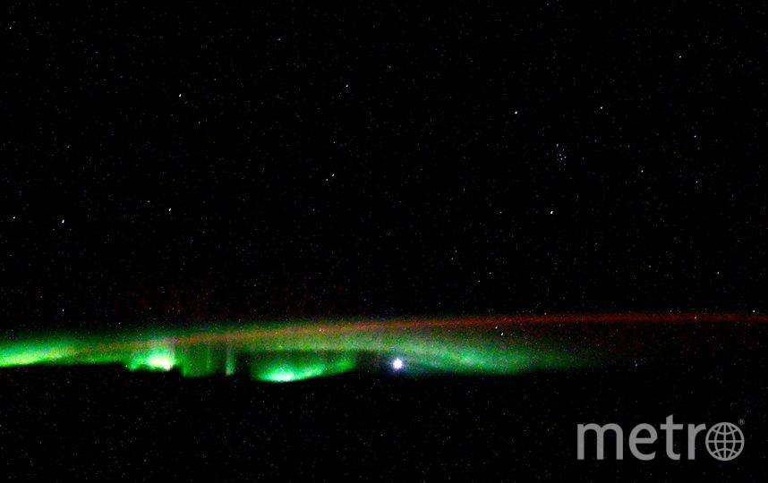"""Северное сияние в космосе. Фото Скриншот Twitter: @ivan_mks63, """"Metro"""""""