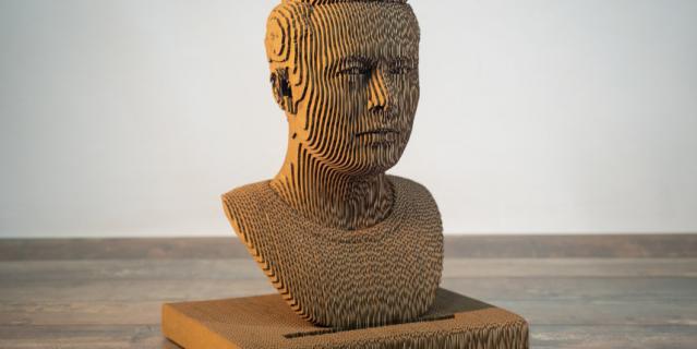 Работы студии можно найти и в частных коллекциях, и в общественных местах. Илон Маск.