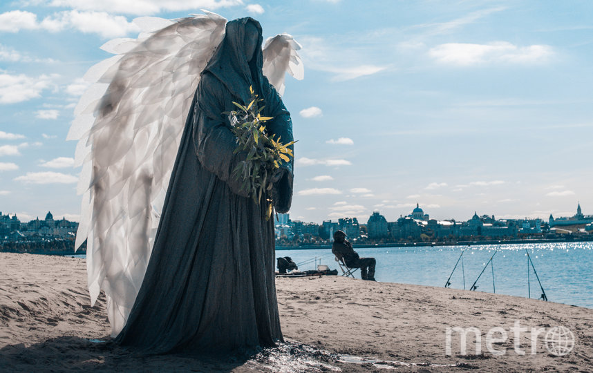 "Ангел  расположился на берегу реки Казанки. Фото Дмитрий Горб, ""Metro"""