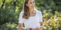 Кейт Миддлтон появилась на публике в украшении с инициалами детей