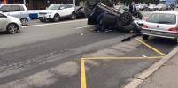 Водитель уснул за рулем и устроил массовое ДТП с перевертышем в Петербурге