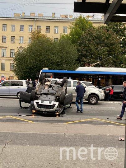 Водитель уснул за рулем и устроил массовое ДТП с перевертышем в Петербурге. Фото ДТП/ЧП, vk.com