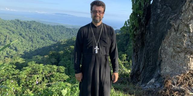 Священник Кирилл Шкарбуль.