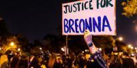В американском Луисвилле протестующие открыли огонь по полицейским