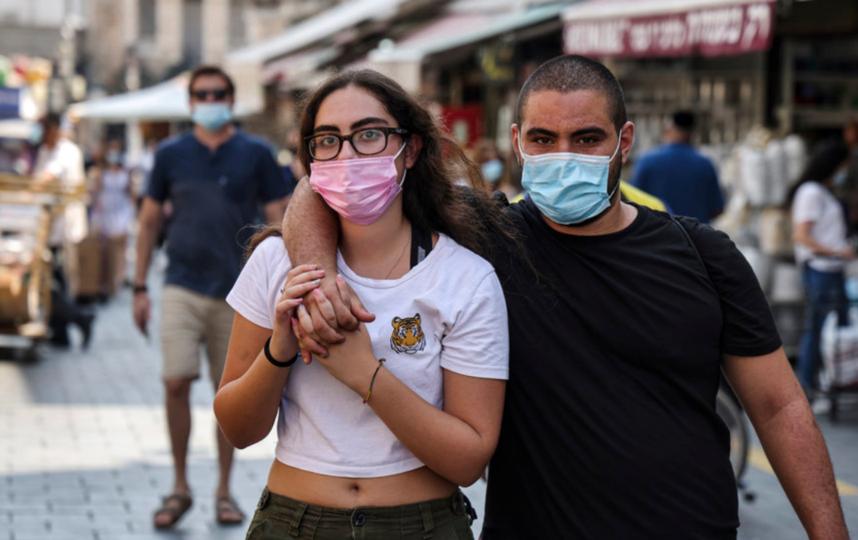Израиль первым в мире ввёл повторный карантин из-за коронавируса. Заболеваемость там начала расти в июне. Фото AFP