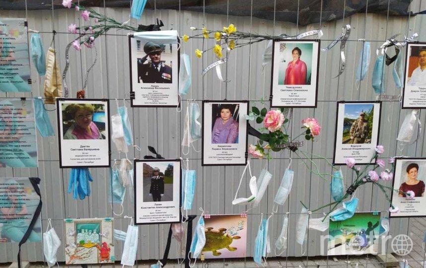 Стихийный мемориал на Малой Садовой улице не будет демонтирован. Фото https://vk.com/komzdravspb