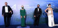 Звёзды надели маски в Монако: в чём блистали Хелен Миррен, Кейт Бекинсейл и Сиенна Миллер