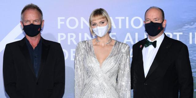 Звезды в масках в Монако. Стинг, принцесса Шарлен и принц Альбер II.