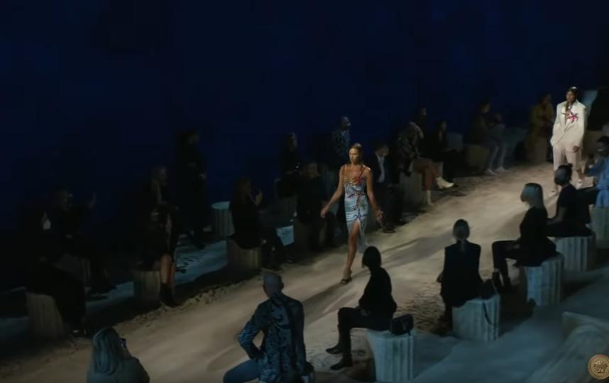 Ирина Шейк. Фото Versace, Скриншот Youtube