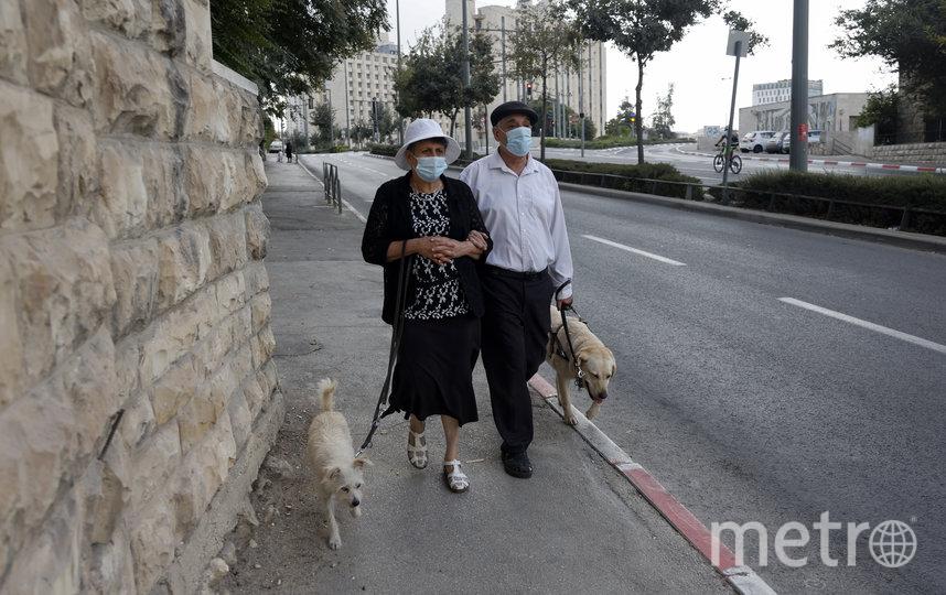 В Израиле штраф за отсутствие маски составляет 500 шекелей (чуть больше 11 тысяч рублей). Фото AFP