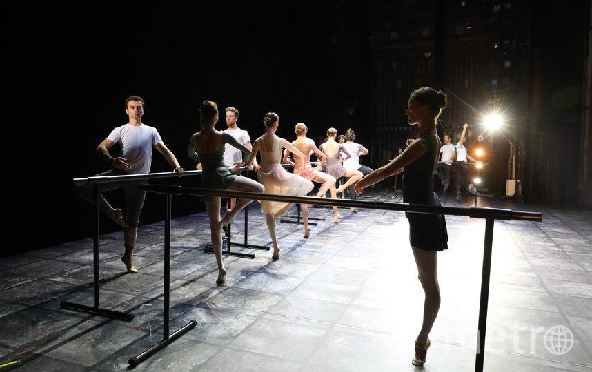 Футболисты «Зенита» пришли на балетный урок в Михайловский театр. Фото пресс-служба Михайловского театра.