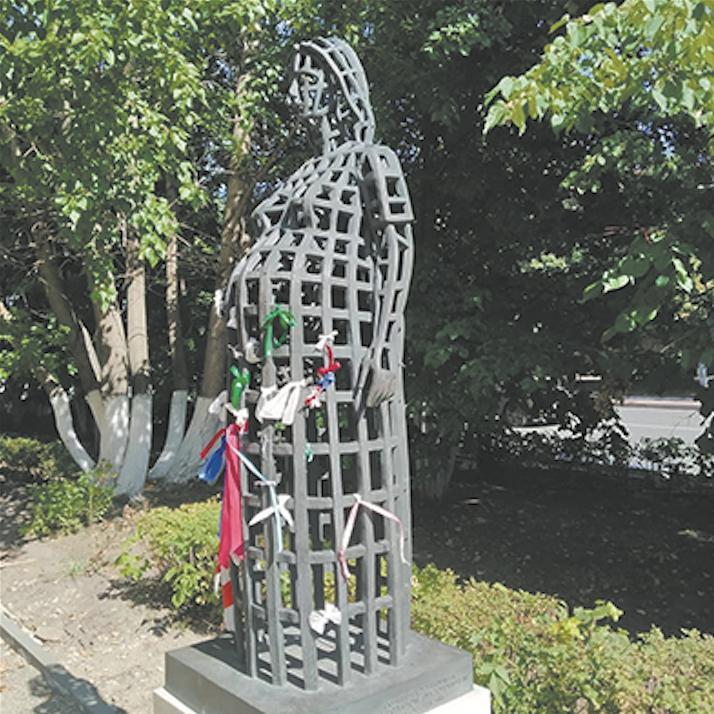 А этот памятник в Томске, по их мнению, слишком авангардный. Фото Instagram @pavlovavita1
