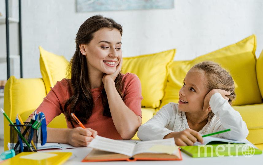 Если ребёнок получил хорошую оценку – хвалим, плохую – без критики обсуждаем, что случилось. Фото depositphotos.com