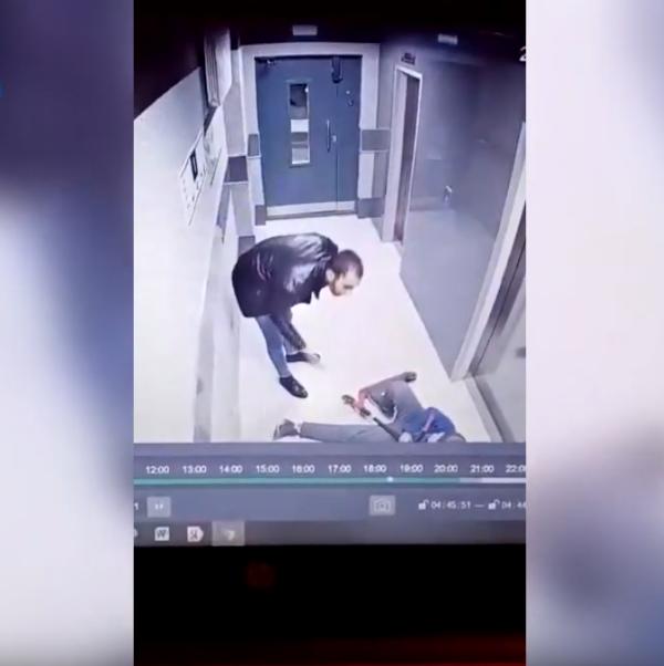 Момент нападения засняли камеры. Фото Скриншот Youtube