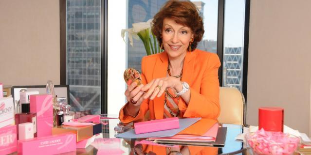 Каждый год бренды корпорации поддерживают глобальную кампанию и выпускают лимитированные версии средств с розовой ленточкой.