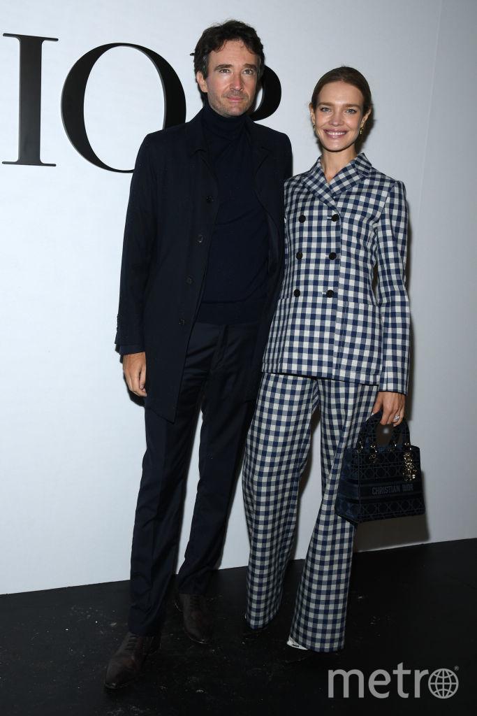 Наталья Водянова с мужем Антуаном Арно на показе Dior в Париже. Фото Getty