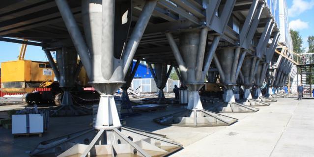 Станция будет стоять на 36 опорах высотой 3 метра и долго останется незаметённой. Так конструкция выглядела при сборке на гатчинском ОЗСК.