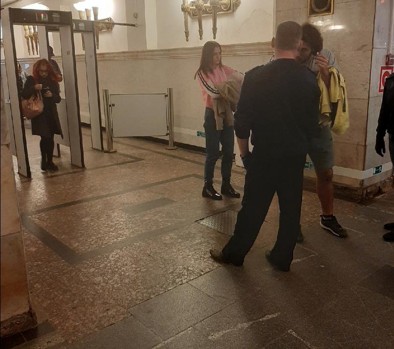 Как в Петербурге соблюдают масочный режим в метро. Фото Metro.
