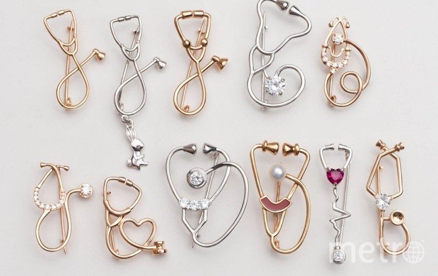Идея делать ювелирные украшения для врачей пришла Павлу Воробьеву, основателю бренда. Фото https://www.instagram.com/dr.vorobev/