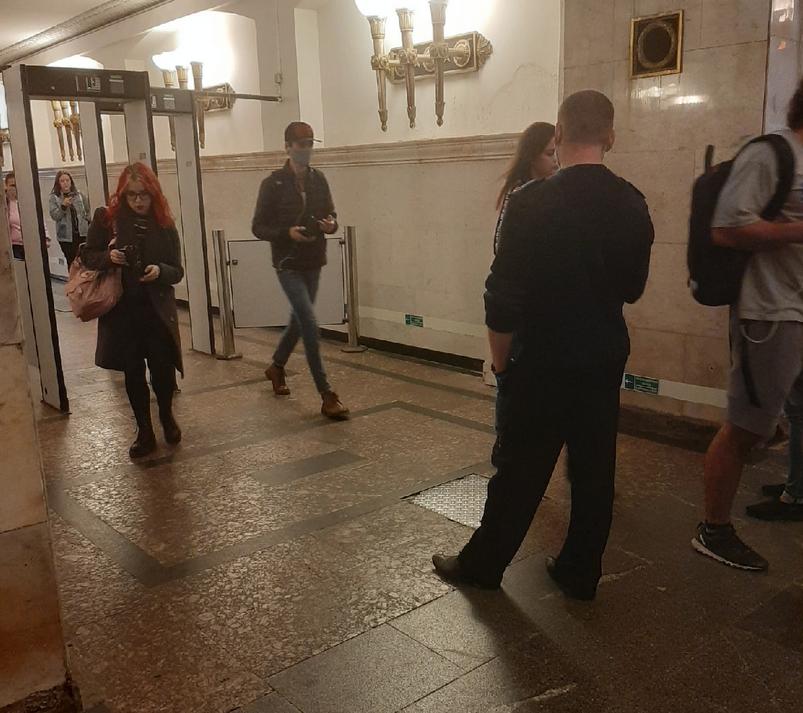 Власти Петербурга потребовали носить маски и перчатки в общественном транспорте. Фото Metro.