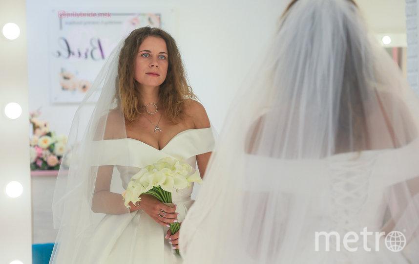 30 минут длится бесплатная примерка платьев в салоне. Фото Василий Кузьмичёнок