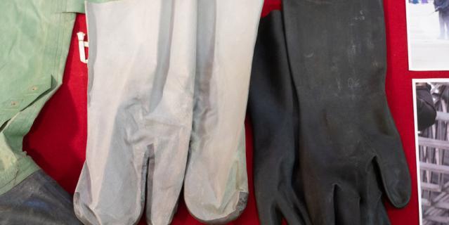 Два комплекта химзащиты и современные противогазы теперь займут своё место в первой в России экспозиции, посвящённой борьбе с коронавирусной инфекцией.