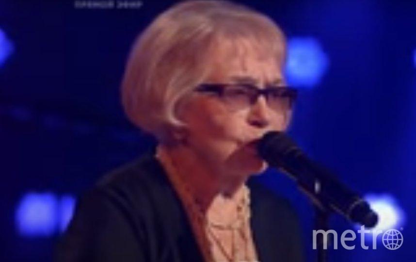 Дина Юдина исполнила песню из фильма «Простая история» - «На тот большак». Фото  Голос / The Voice Russia
