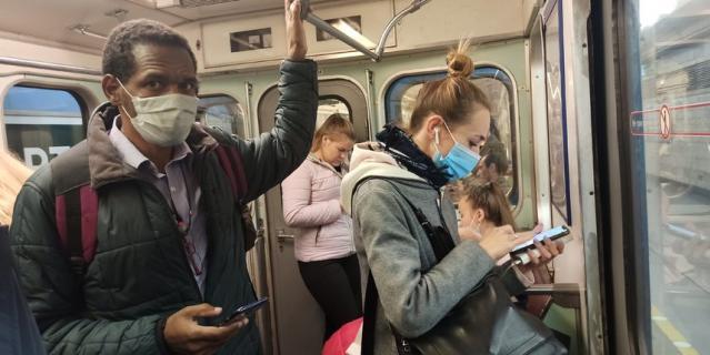По наблюдениям сотрудников метрополитена, чаще всего пройти через турникет без маски пытаются молодые люди до 40 лет.