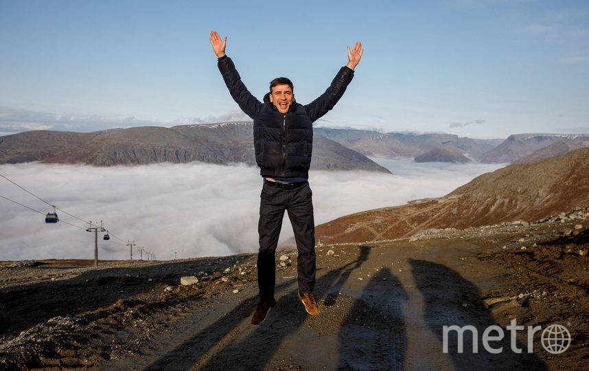 С вершины горы Айкуайвенчорр открывается потрясающий вид на окутанный туманом Кировск. Фото Александр Алексеев | Министерство культуры мурманской области