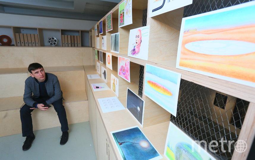 В галерее «Беляево» открылась выставка «В НИИ КУДА», где есть живые экспонаты и даже загадочные «бриллианты». Фото Василий Кузьмичёнок