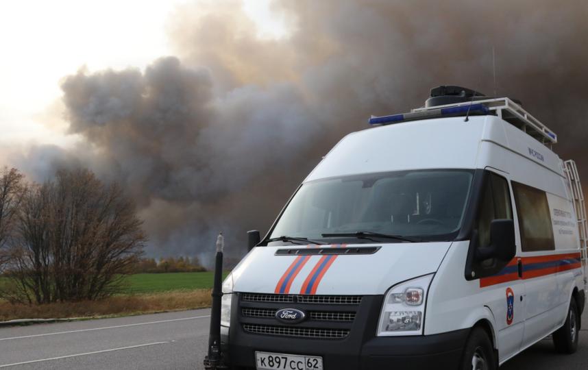Боеприпасы на горящих военных складах в Рязанской области хранились на 43 открытых площадках. Фото МЧС Рязанской области