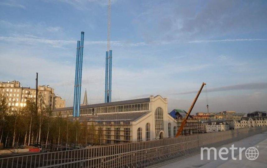 Трубы, установленные на ГЭС-2, эффектно смотрятся на фоне синего неба. Фото Глеб Леонов