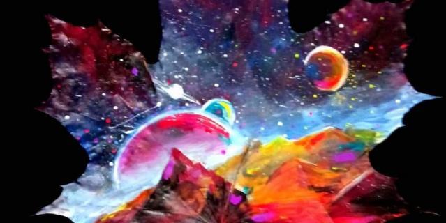 Пока в коллекции художницы больше всего космических пейзажей.