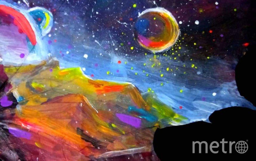 """Пока в коллекции художницы больше всего космических пейзажей. Фото из личного архива героини публикации, """"Metro"""""""