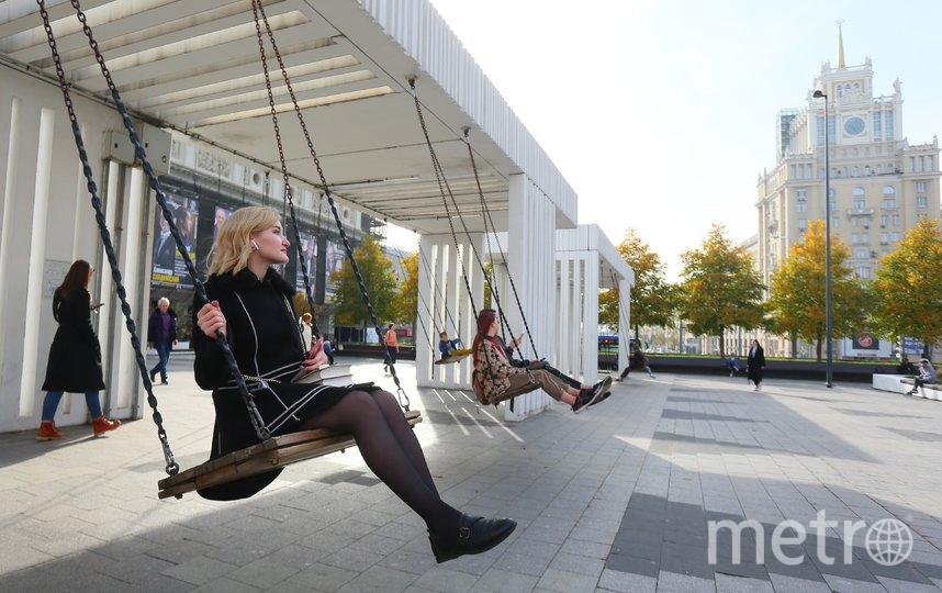 Качели на Триумфальной площади. Фото Василий Кузьмичёнок