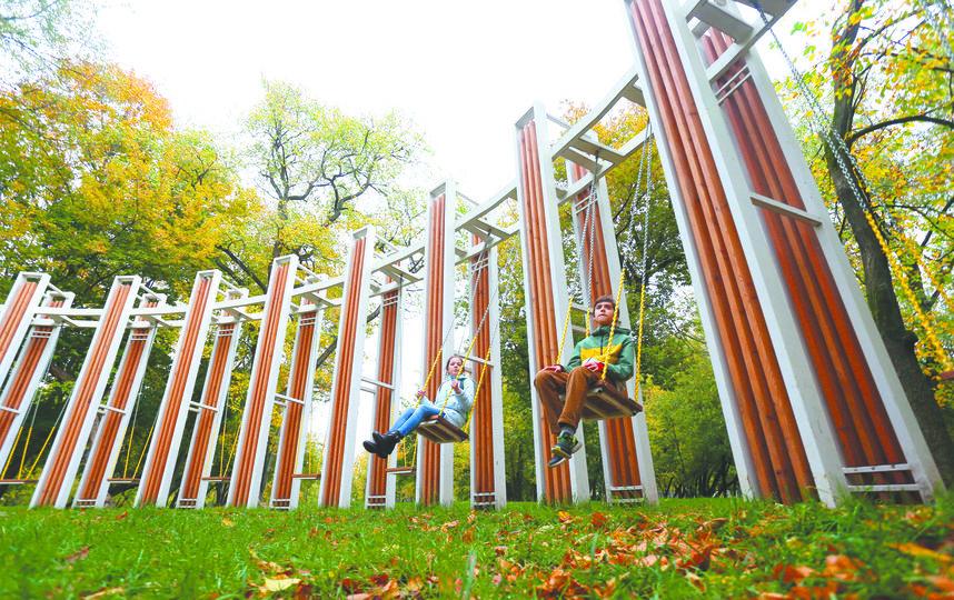 Круговые качели в Люблино. Фото Василий Кузьмичёнок