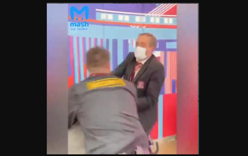 """Антикоронавирусные меры охранников в """"Галерее"""" вызвали очень много вопросов у горожан. Фото скриншот https://t.me/mashmoyka"""