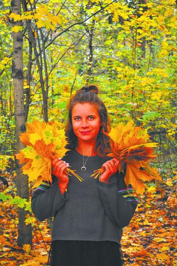 Деревья в Озёрном лесопарке в основном окрашены в жёлтые и оранжевые цвета. Фото Василий Кузьмичёнок