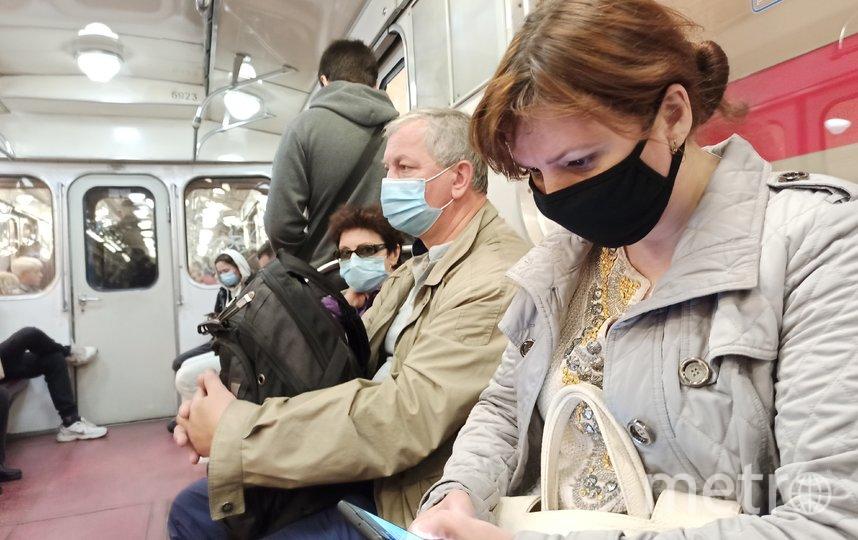 """Количество петербуржцев, соблюдающих масочный режим на входе в метрополитен, увеличился до 95%. Фото Святослав Акимов, """"Metro"""""""