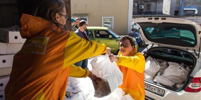 Самые популярные товары, которые заказывают у волонтеров петербуржцы – хлеб, кефир, картошка, сахар и макароны.