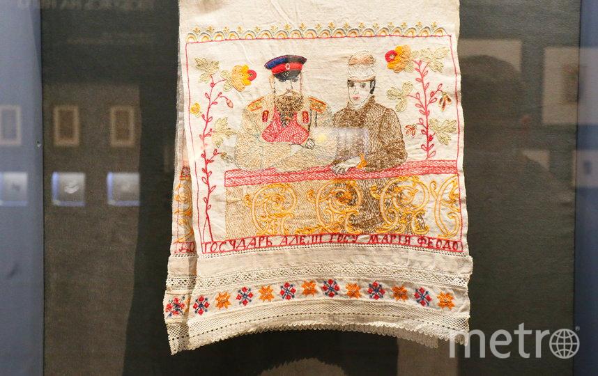 Льняное полотенце с изображением императорской четы сшила неизвестная мастерица после коронации Александра III в 1883 году. Фото Василий Кузьмичёнок