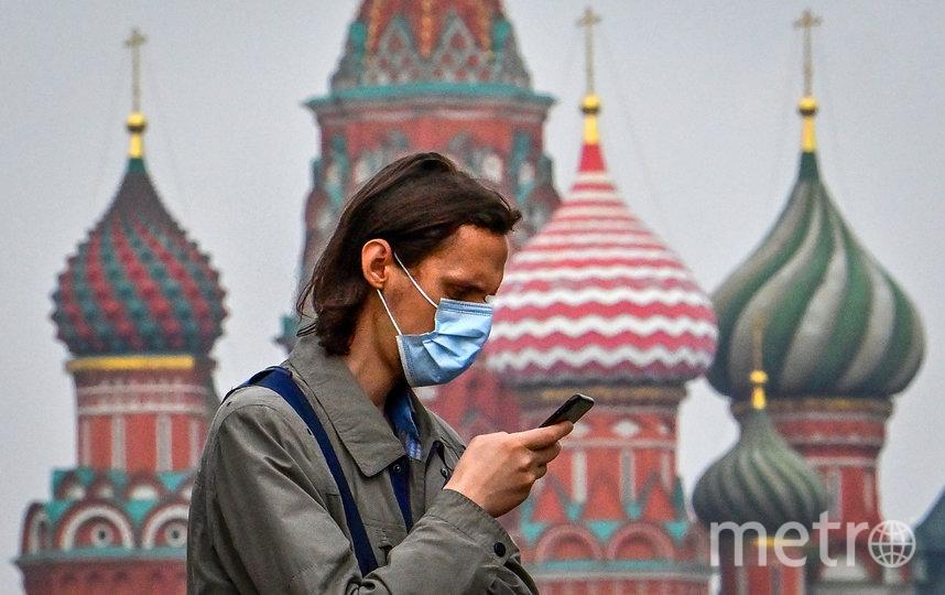 В столице необходимо соблюдать масочно-перчаточный режим. Фото AFP
