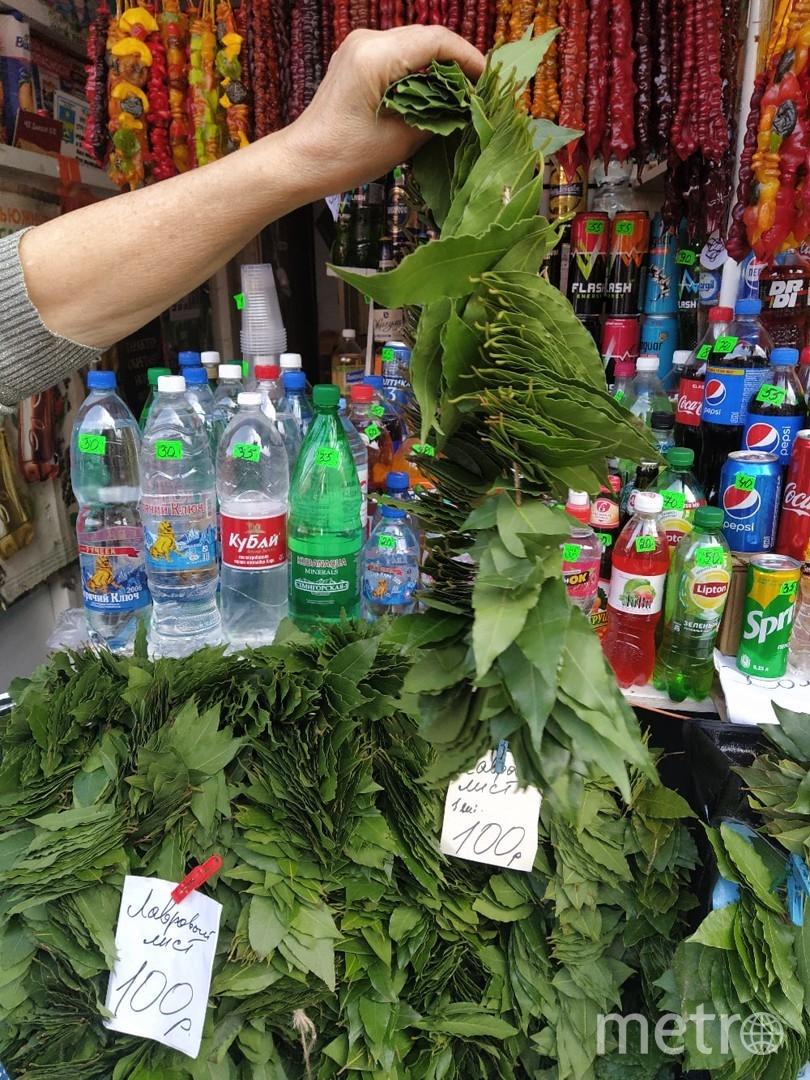 """Лавровые венки. Рынок в Анапе. Фото Евгения Назарова, """"Metro"""""""