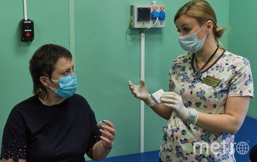 """Петербургским медикам сделали прививку вакциной от коронавируса """"Спутник V"""", разработанной Центром им. Гамалеи. Фото """"Metro"""""""