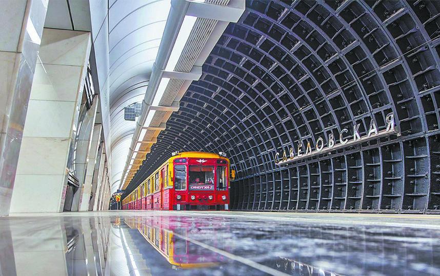 Станция «Савёловская» Большой кольцевой линии метро отличается строгим, «брутальным» дизайном, выдержанным в чёрно-серой гамме. Фото mos.ru